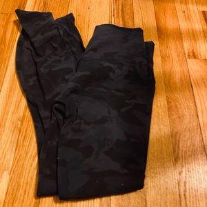 Lululemon black camo align pants size 6